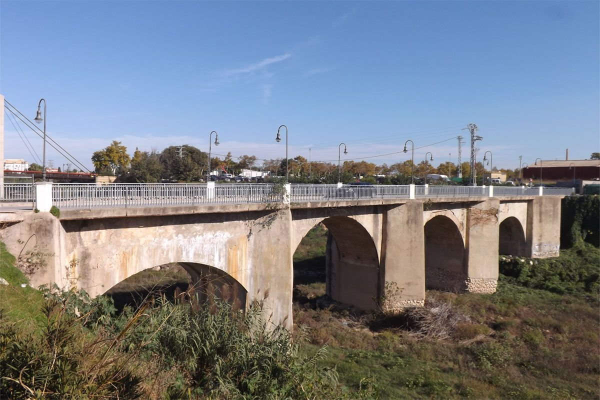 Pont Vell d'Oliva sobre el riu Serpis.