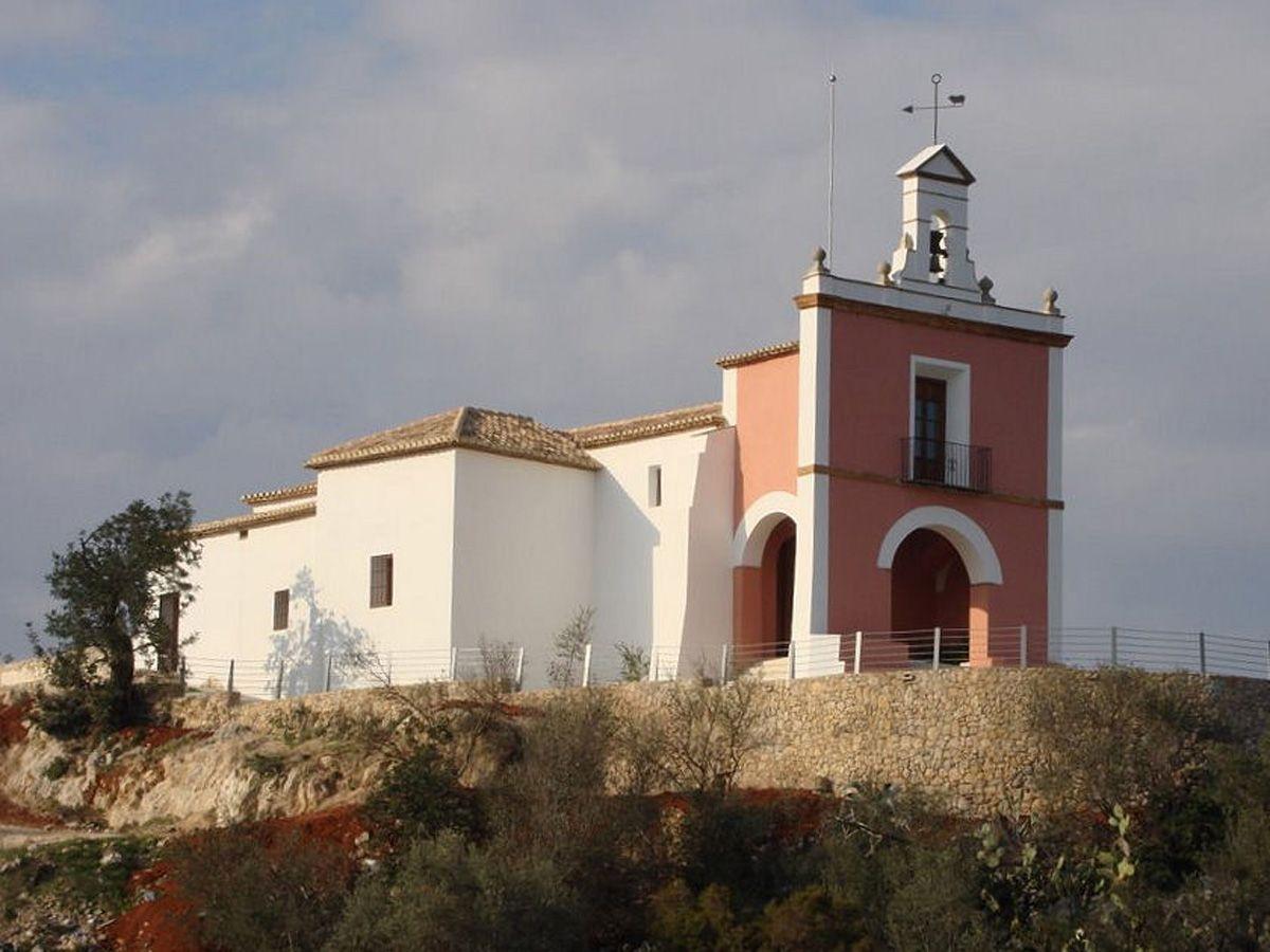 Vue de côté et façade principale de l'ermitage de San Antonio